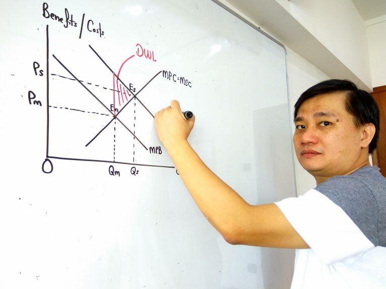 Economics tutor, Tay Wee Tiong explaining the economic fundamentals.